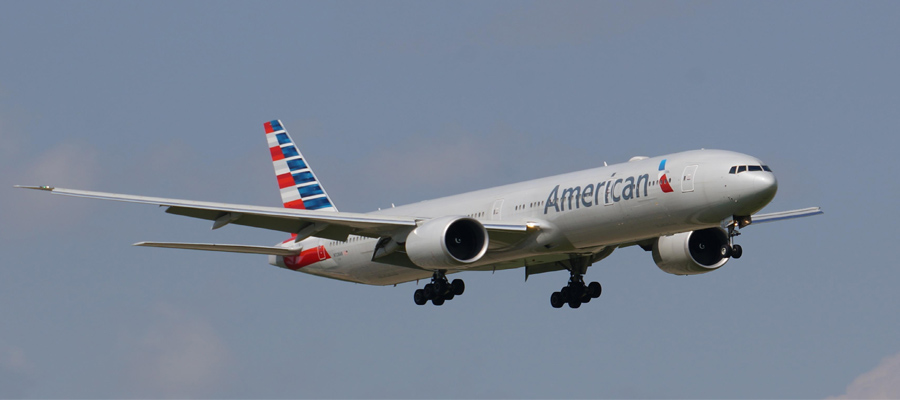 Picture of an American Airlines airplane bringing guests to San Jose, Costa Rica for their ArrivaGroups Deals.