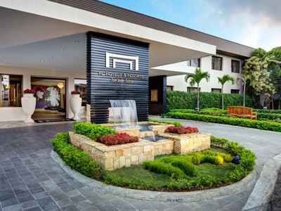 Picture of the exterior entranceway of the Costa Rica Medical Center Inn, San Jose, Costa Rica.